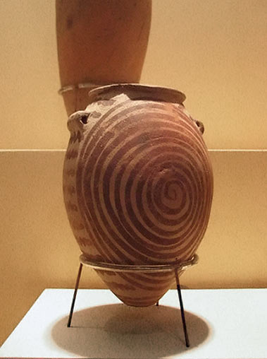 Egypt pot with spiral motif