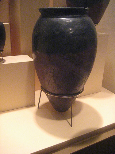 egyptian black pot with tapered base on display at National Museum of Natural History