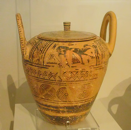 Boeotian Late Geometric pyxis with depiction of a lion-fighter