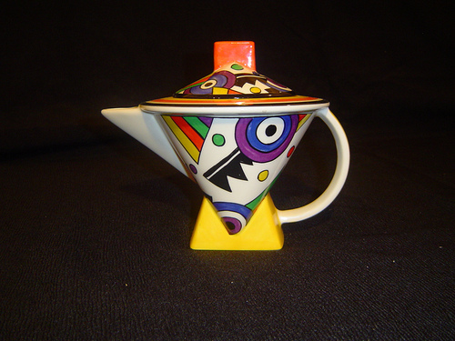 Jazz Age art deco teapot - Clarice Cliff