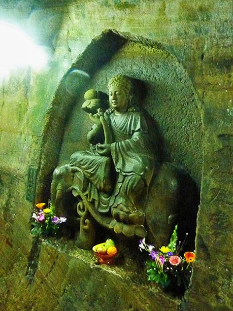 carving-in-the-fairy-cave-temple-keelung