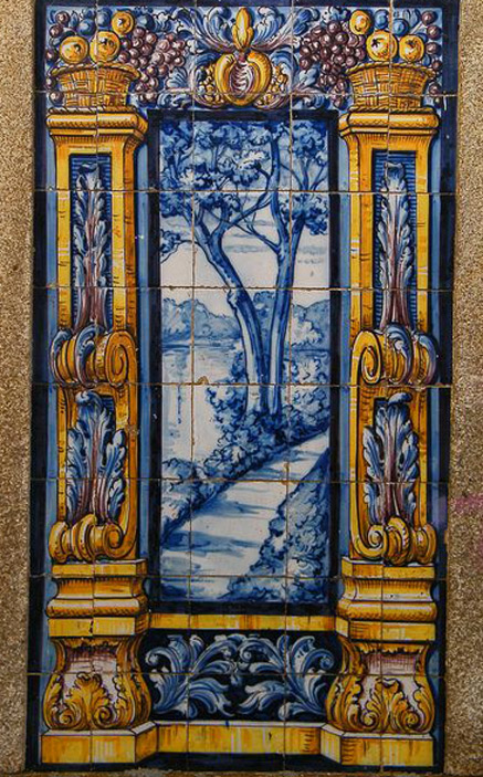 Painel-de-Azulejos---Leça-do-Balio - blue and white tiles with garden scene framed by columns
