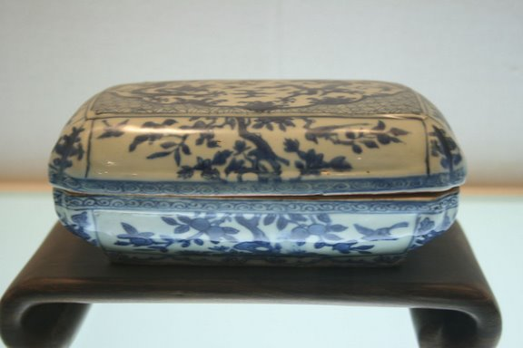 Ming Dynasty porcelain box