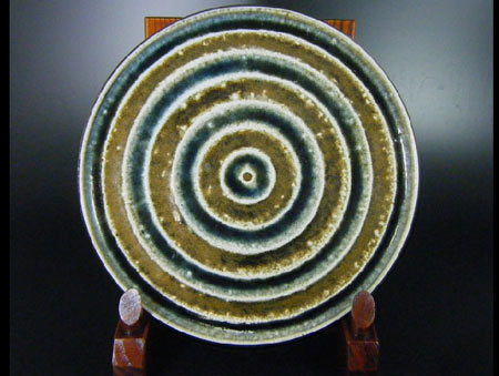 Hamada Tomoo Mashiko Cearmic  plate with alternate green and brown concentirc circles