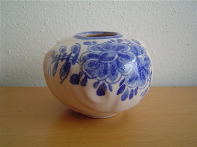 bulbous white vase with blur flowers motifWillem Stuurman