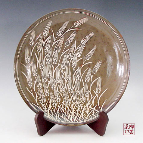 Korean Plate - Buncheong pottery cake plate is elegantly decorated with a ripe barley design