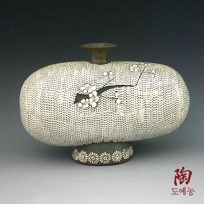 Bottle Buncheong Pottery with Impressed White Woven Mat Design