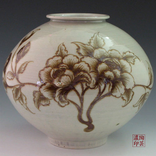 Pottery Storage Jar with Iron-Painted Brown Peony Flower Design on White