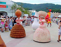 korean-pottery-street parade