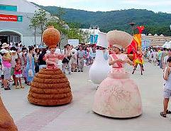 korean-pottery-street parade