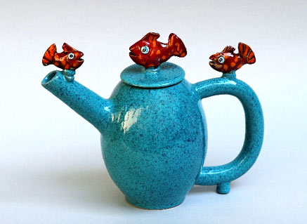 Mirta-Morigi-teapot with three red fish