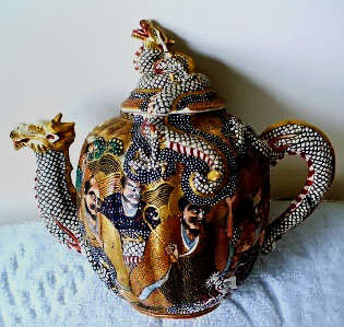 Small Satsuma Dragon Teapot