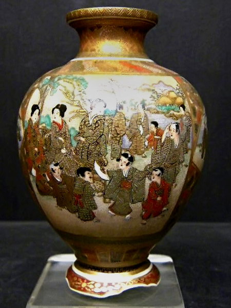 Japanese dancing girl Satsuma vase
