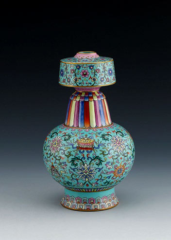 qianlong-vase-The mouth has been painted with a pattern of twined sprigs and pink lotuses, the belly with a pattern of twined sprigs