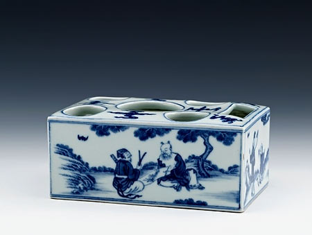 Qianlong Porcelain Box brush stand in underglaze blue