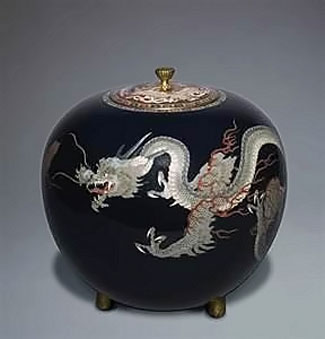 black lidded dragon vessel