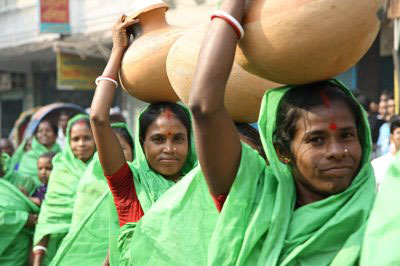 Bangladeshi-women-protesting water shortages