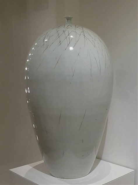 Large white glaze bottle - Won Dae Jong