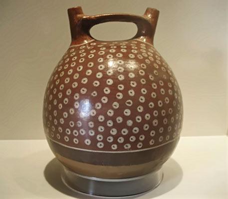 Twin spout ceramic bottle - Peru