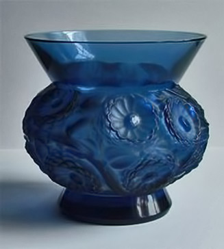 SOUCIS---A-FINE-COBALT-BLUE-VASE-BY-RENE-LALIQUE
