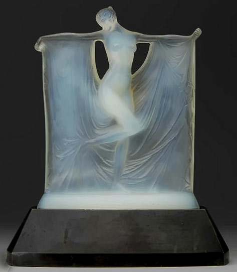 Lalique Suzanne-statue on stand