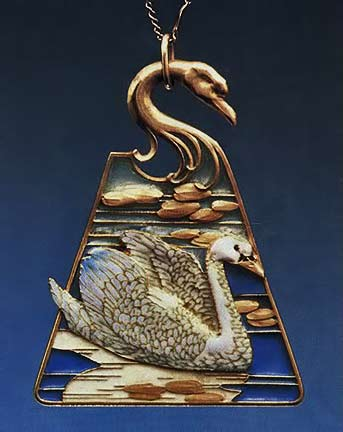 Art Nouveau swan-pendant-gold-and-enamel Rene Lalique