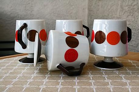 mugs-mid-century dots