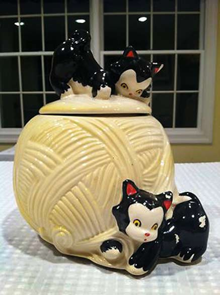 Playful kittens cookie jar