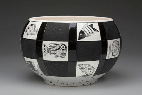 Amy Sabrina black and white fish motif pot