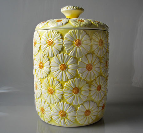 Vintage Cookie Jar Daisy Brinns 1965 relief daisy decoration