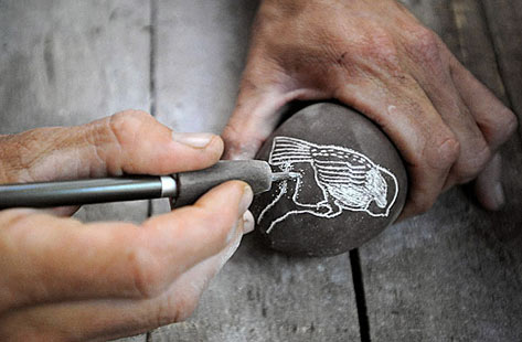 Creating porcelain sgraffito art - Tim Christensen