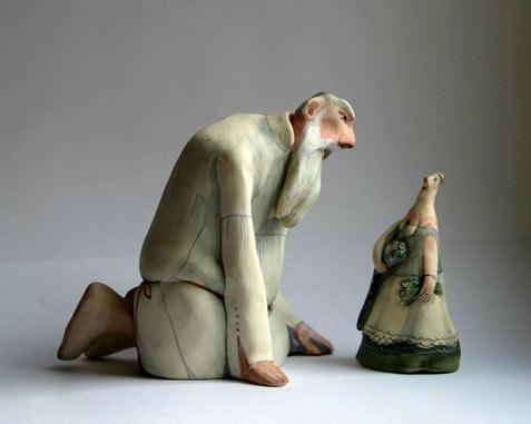 El Innocent pottery figurines Kneeling man with miniature lady