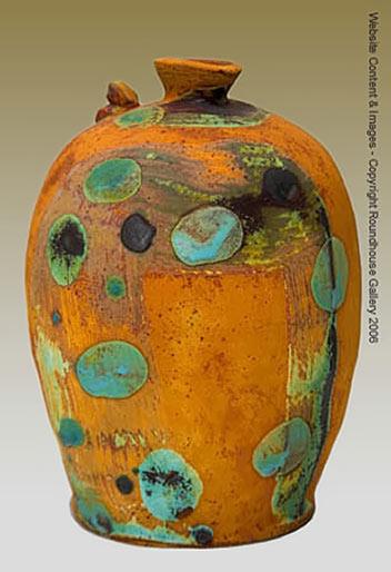 Jarrón de barro vessel by Carlos Versluys - Roundhouse Gallery