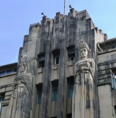 Art Deco building statues in Mumbai