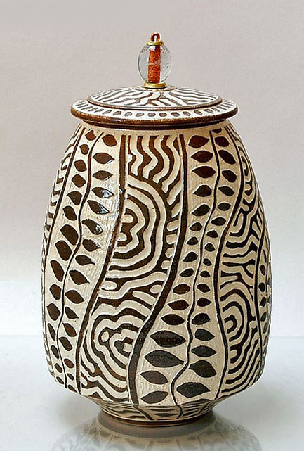 Ron-Melo black on whit sgraffito lidded jar with base