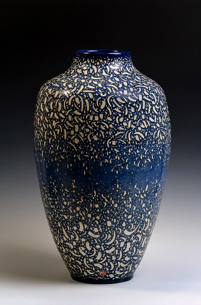 Sylvian Meschia céramiques - blue surface glaze with sgraffito incision to reveal white colour underneath