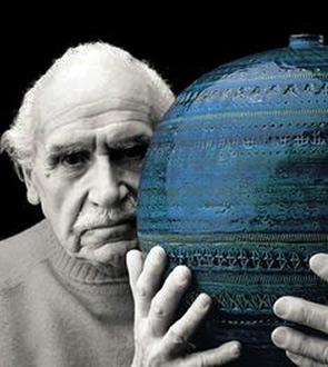 Italian potter Aldo Londi with his creation-Rimini Blu