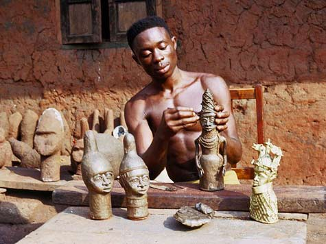 BINI-BRONZE-CASTER-MODELING-WAX-OVER-CLAY-CORE,-BENIN-CITY,-NIGERIA,-1971-ELIOT-ELISOFON-PHOTOGRAPHIC-ARCHIVES,-NATIONAL-MUSEUM-OF-AFRICAN-ART,-SMITHSONIAN-INSTITUTION