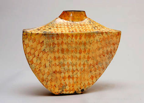 Faded-Beauty contemporary ceramic vessel vy Ute Grossman
