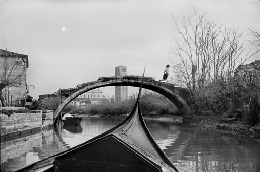 Henri Cartier Bresson-boat in Venice