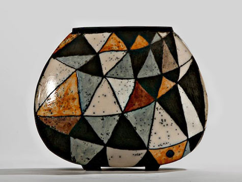 I-prongs ceramic vessel with geometric triangular patterns - Ute Grossman