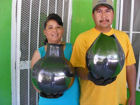 José-Martínez-&-Susy-López with their pottery