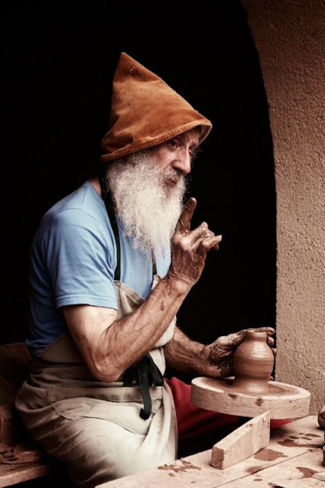 Lesson-of-pottery-by-Claude-Bour