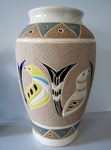 Vallauris-vase-with-birds matt glaze