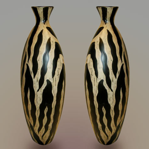 spanish-pottery-vase in gold and black