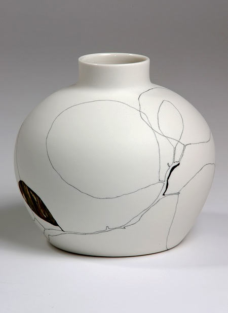 Tania Rollond ceramic vessel with fine line decoration