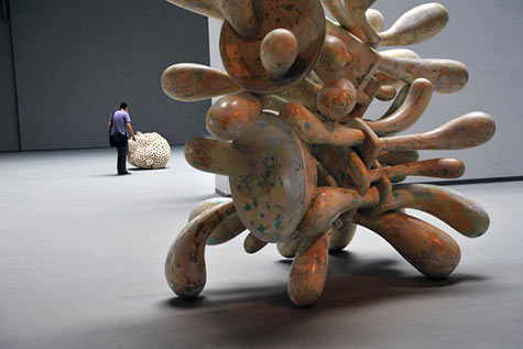 Tony Cragg Sculpture-Space Himalayas Art Museum - photo by Yang Fuhua
