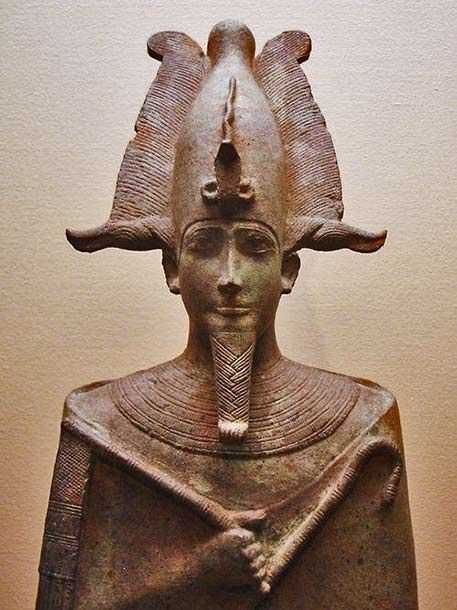 Ancient-Egyptian-statue-of-Osiris - -who-was-assassinated-by-his-brother-Seth-and-resurrected-by-his-sister-and-wife,-Isis.-Currently-located-at-the-Louvre,-Paris.-