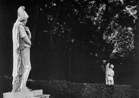 Vice et Versailles photo by Robert Doisneau