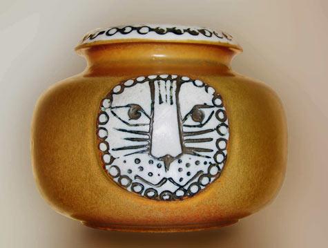 Lisa Larson Gustavsberg Sweden ceramic vessel